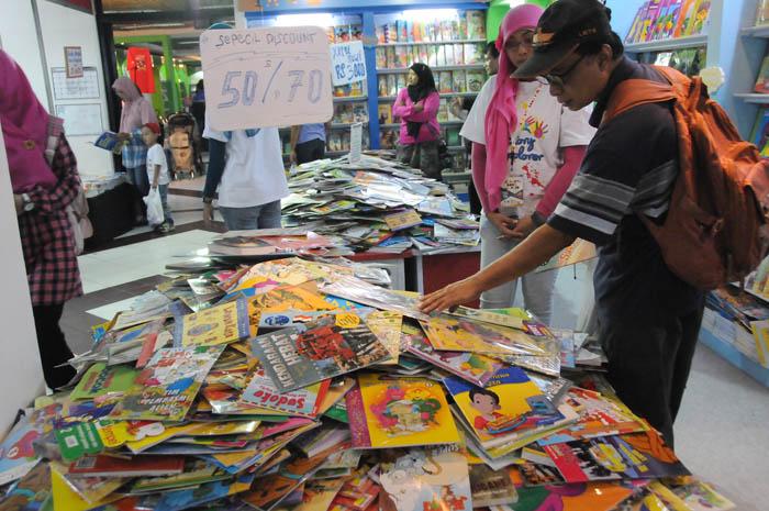 読書文化根付いて 業界団体がブックフェア 出版、1年で4、5人に1冊の割合