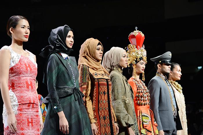 ショーではムスリム向けのスタイルも披露された