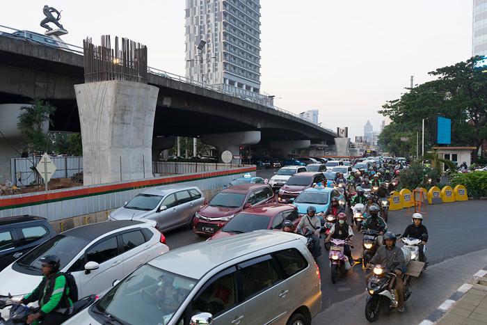 高架道の建設が始まり、渋滞が深刻化したパンチョランの交差点